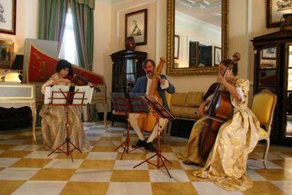 'Música para la puesta de sol: trío baryton', plaza conde de miranda. Madrid