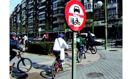Itinerarios en bicicleta 'Descubre Madrid en bicicleta', la casa encendida, Madrid