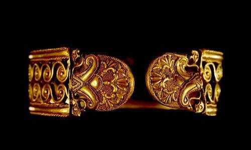'Oro y plata. lujo y distinción en la antigüedad hispana', sala puerta real de caja Granada (Granada)