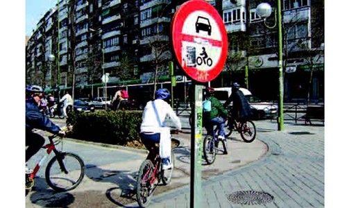 'Itinerarios en bicicleta por la historia de Madrid', la casa encendida, Madrid
