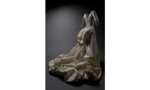 'Basaldúa, el traje de novia'. Museo del traje, Madrid