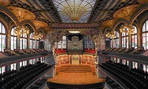 'Cruza la calle, descubre el palau'. palau de la música catalana, Barcelona