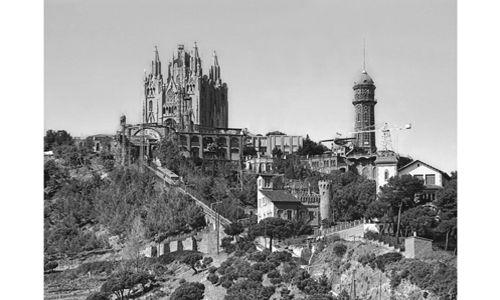 Café-tertulia de la exposición 'La ciudad de sagnier. modernista, ecléctica y monumental'. Caixaforum Barcelona