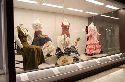 Exposición lina. vistiendo el flamenco en Sevilla