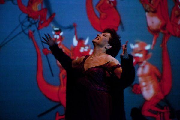 Beatriz Carvajal de gira por España con 'Los diablillos rojos'