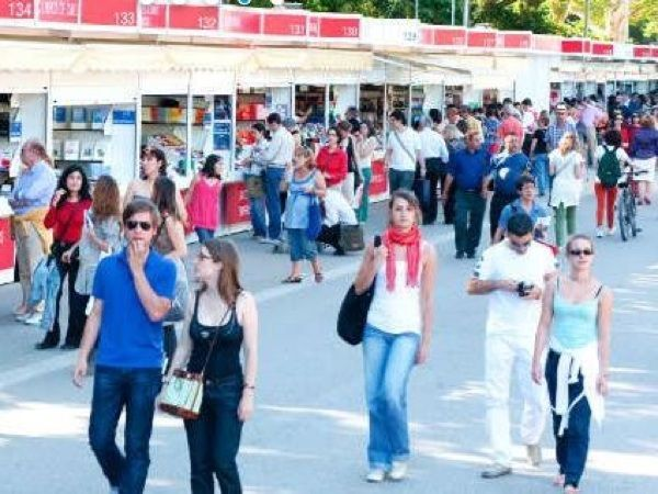El Parque de El Retiro de Madrid celebra su tradicional Feria del Libro