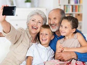 Redescubrir la vida de la mano de los nietos
