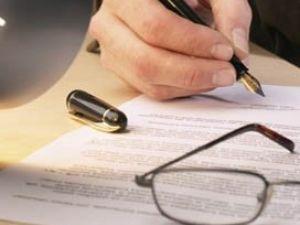 ¿Quiénes deben firmar y suscribir la partición?