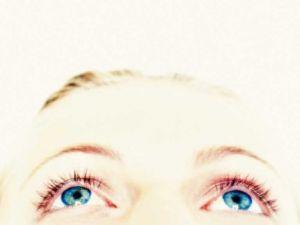 ¿Cuáles son los síntomas de un desprendimiento de retina?