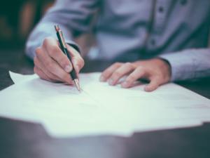¿Es obligatorio nombrar albacea en el testamento?