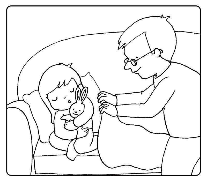 Abuelo tapando con una manta a su nieta en el sofá