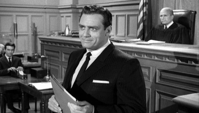 Raymond Burr como Perry Mason
