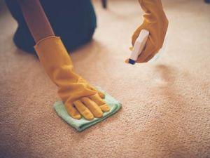 El truco de la abuela para quitar manchas de las alfombras o moquetas