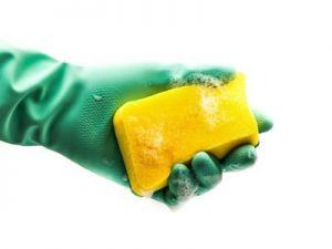 El truco de la abuela para desinfectar esponjas y estropajos