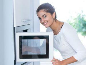 El truco para calentar comida en el microondas