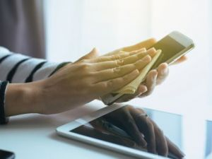 Cómo limpiar fácilmente la pantalla del móvil, tablet, ordenador o televisor