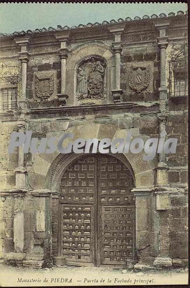 Puerta de la fachada principal de monasterio de piedra for Las puertas de piedra amazon