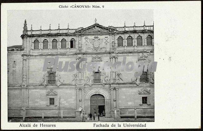 Fachada de la universidad de alcalá de henares (madrid)