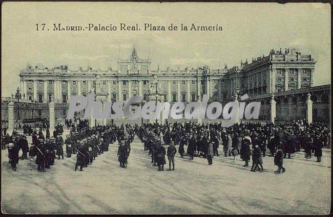 Palacio Real. Plaza de la Armería en Madrid