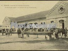 Detalle de los pabellones del cuartel de fernán-gonzález durante la hora del agua