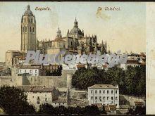 Vista alejada de la catedral de segovia