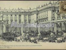 S.M. el Rey saliendo del palacio para jurar la Constitución en Madrid