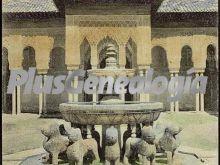 Fuente de los leones y templete de la alhambra de granada