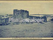 Antiguas murallas de tarifa, al fondo la isla de las palomas