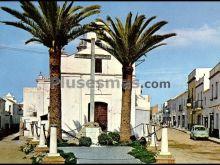 Monumento de los caídos y ermita de nuestra señora de la aurora en los palacios y villafranca (sevilla)