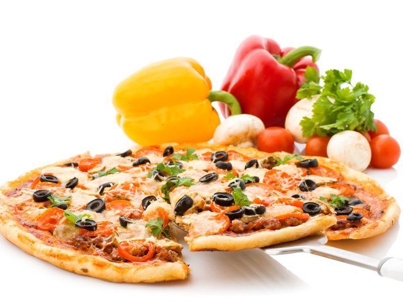 Pizza de jamón con pimientos