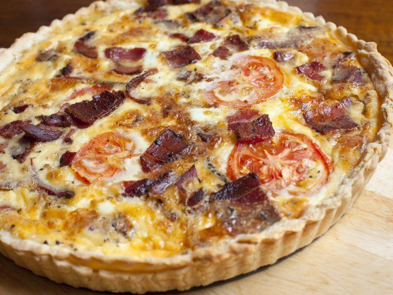 Tarta salada de bacon y tomate