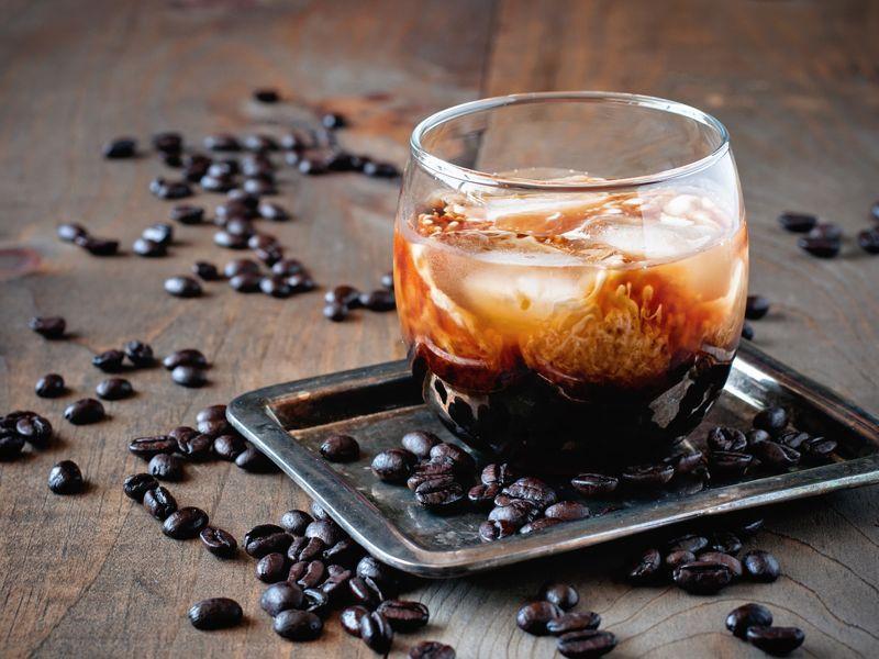 Evita el alcohol, las bebidas gaseosas y la cafeína