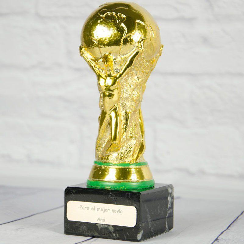 Trofeo Copa del Mundo personalizada con nombre y dedicatoria