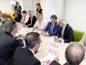 Mañueco anuncia que la Junta de Castilla y León reducirá a tres meses el plazo para reconocer el derecho a las prestaciones por dependencia, la mitad que a nivel estatal
