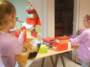 El regalo de cumpleaños de una niña de 7 años: ayudar a otros niños