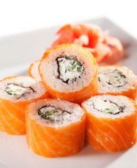 Maki (o sushi) de salmón