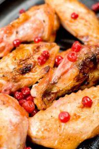 Alitas de pollo con arándanos