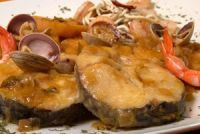 Merluza a la sidra en salsa marinera