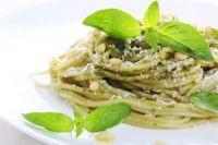 Espaguetis al pesto con champiñones