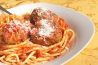 Espaguetis con albóndigas y tomate