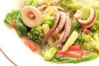 Salteado de brócoli con calamares