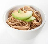 Espaguetis integrales con aguacate