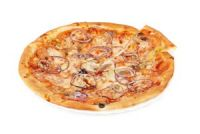 Pizza de tomate con cebolla