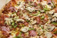 Pizza de peperoni con champiñones