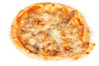 Pizza de carne con tomate