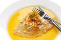 Crepes con salsa de jugo de naranja