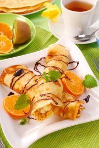Crepes rellenos de queso y naranja