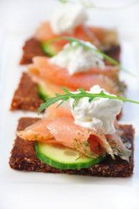 Tostas de salmón y queso