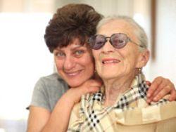 ¿Cómo deben actuar los familiares de un enfermo de Alzheimer y cómo pueden ayudarle a estimular su memoria?