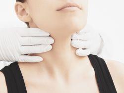 Cuáles son los síntomas del hipertiroidismo o exceso de hormona tiroidea